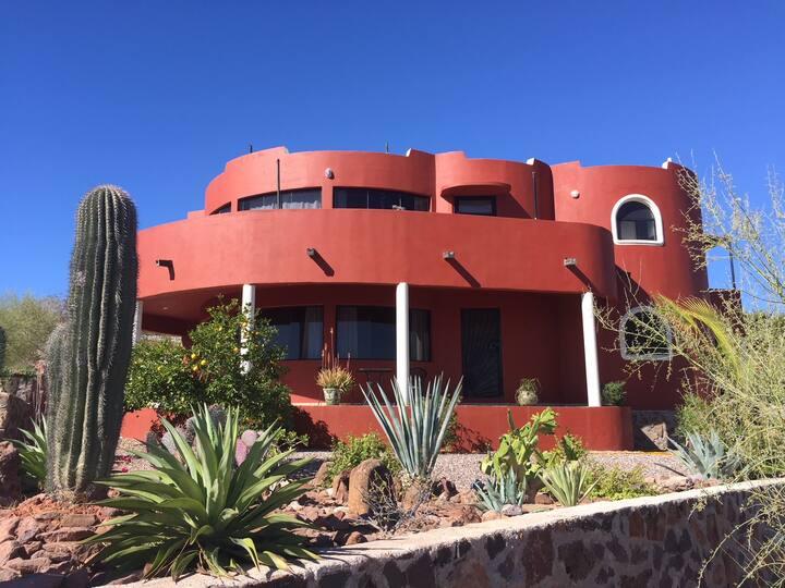 Linda Casa con jardín de cactus