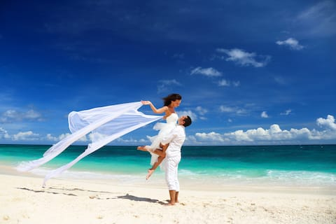 Honeymoon Villa ° own pool ° 150m from beach