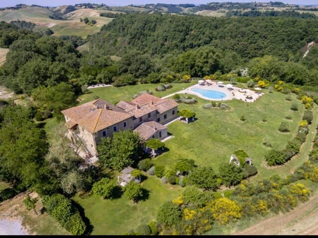 Villa con piscina in uso esclusivo