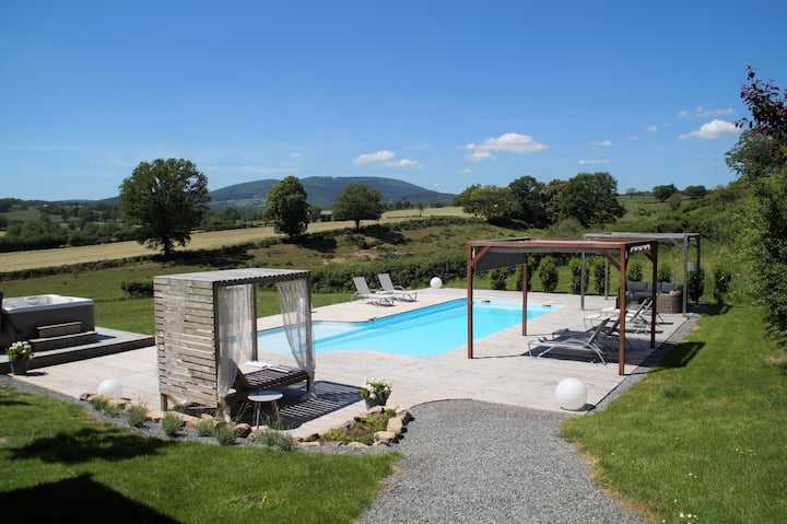 Luxury gîte with private heated pool and jacuzzi