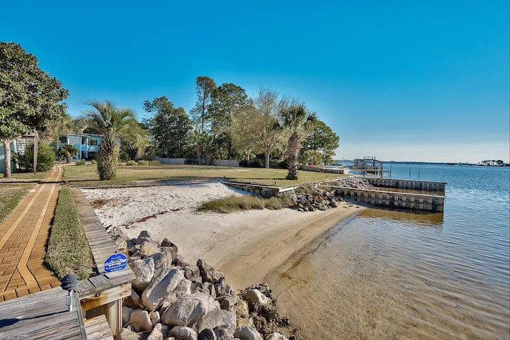 Manor on the Bay - Private Beach and Boat Docks!