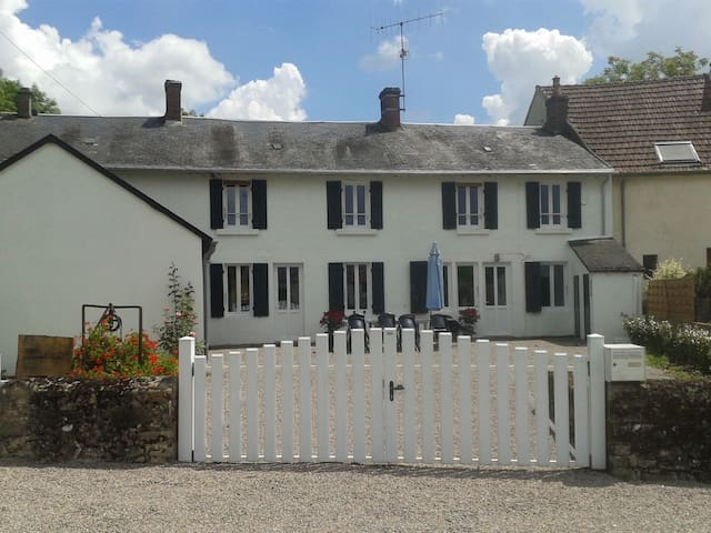Gîte des Coccinelles, village house in Burgundy - Bazolles - Casa
