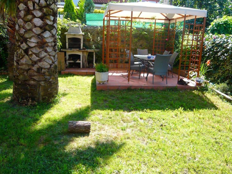 Precioso caseron con jardin casas en alquiler en rasines for Alquiler bajo con jardin madrid