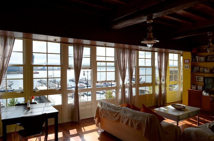 Casa S.XVII a pie de playa. 10 pers. Lic. VT-CO-81 - Ferrol - House