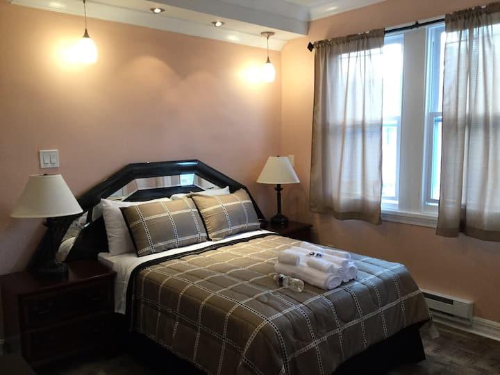 Cozy bedroom D (La Salle University)