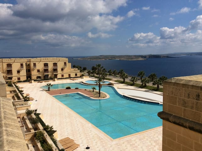 New apartment with roof terrace Fort Chambray - Għajnsielem - Leilighet