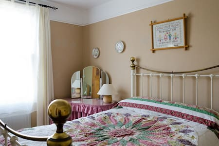 Victorian house Bed and Breakfast - Wellington