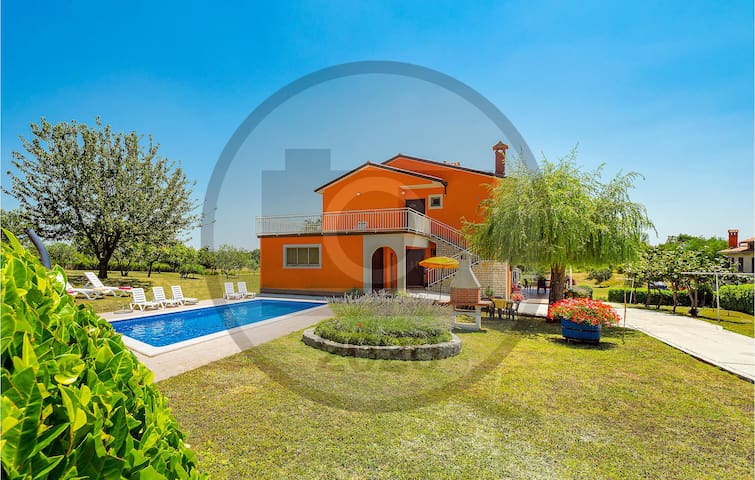 Holiday apartment with 3 bedrooms on 91m² in Nedescina