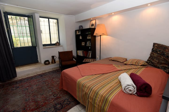 Cosy studio in picturesque Nachlaot neighbourhood