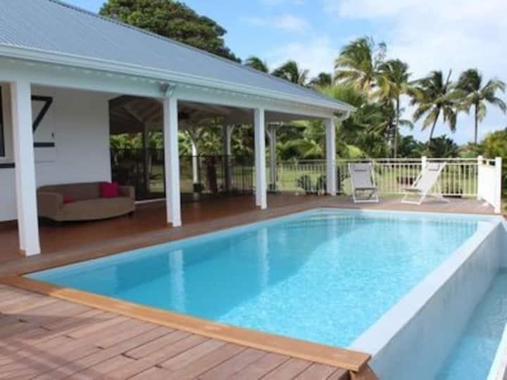 Villa + piscine à debordement avec vue panoramique