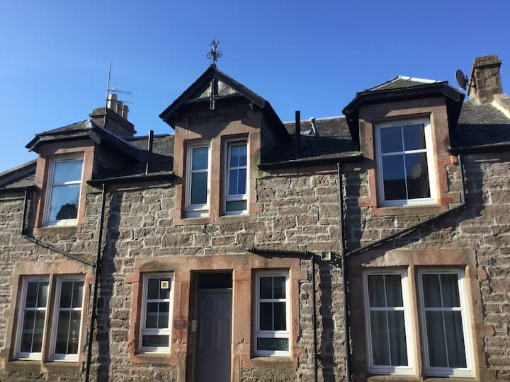 Cumlodden House, relax in comfort. Historic Crieff