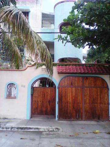 BONITO DEPTO. EN ZONA CENTRICA. - Cancún - Lägenhet