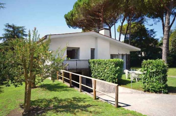 house for 5+2 pers with a/c in Lignano R68032