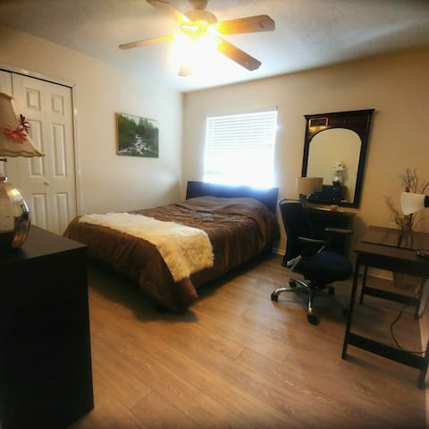 Private Room close to Mayportbase/ towncentr/beach