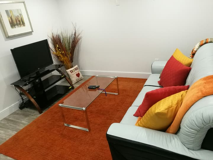 CLEAN 1 BEDROOM BASEMENT SUITE 15MINS FROM AIRPORT