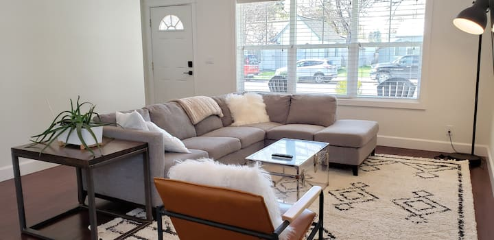 Bright Family Friendly Gem - Walkable to DT CDA
