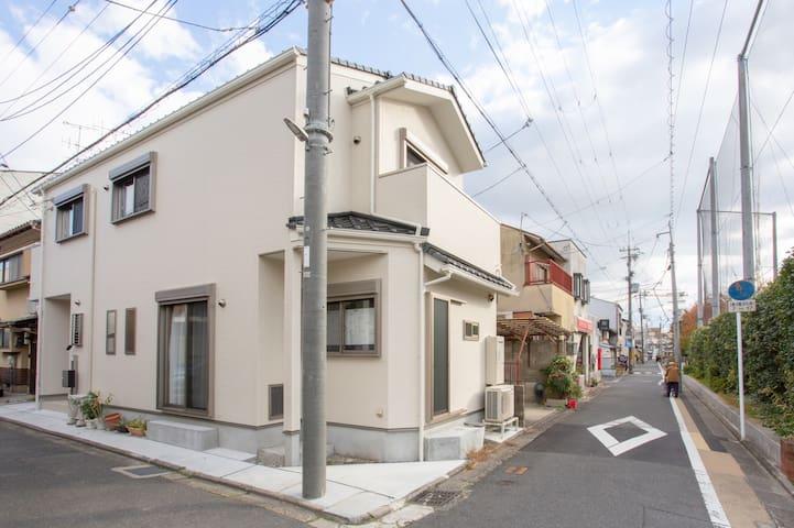 Near Kyoto Stn, 3 bedrooms, 2 free parking, 2 bath