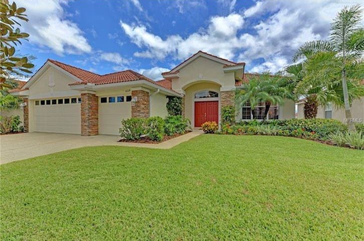 Beautiful Lake View Pool Home - Bradenton - Ev