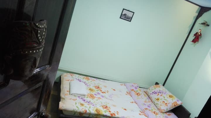RANGOON HOME STAY :     Single  Room