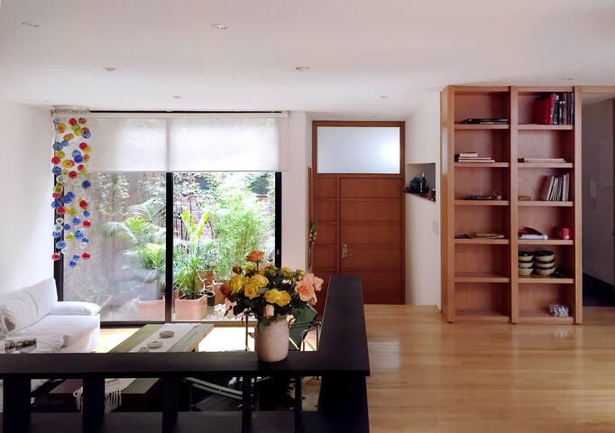 Courtyard Apartment in Bosque Izquierdo - Bogotá - Apartamento