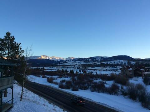 5 Star Cozy Mountain Getaway Condo     *Superhost*