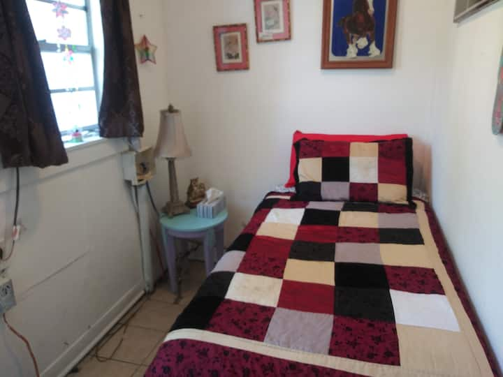 Pet friendly, comfy and close to French Quarter.t