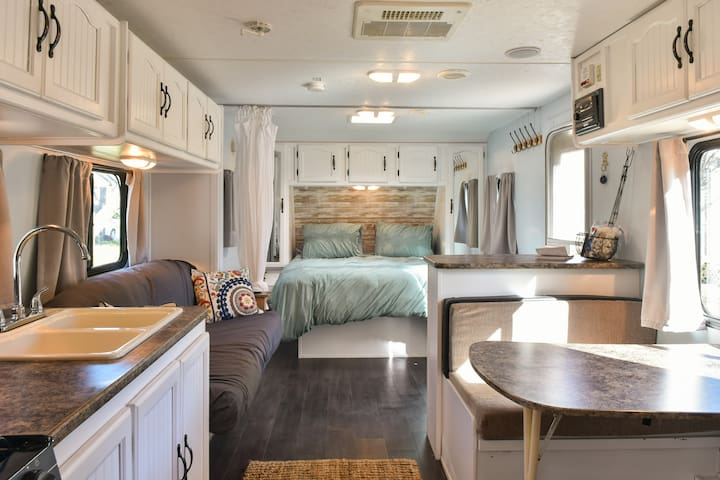 THE GLAMPER: <10Min to Downtown, 15 to Folly Beach