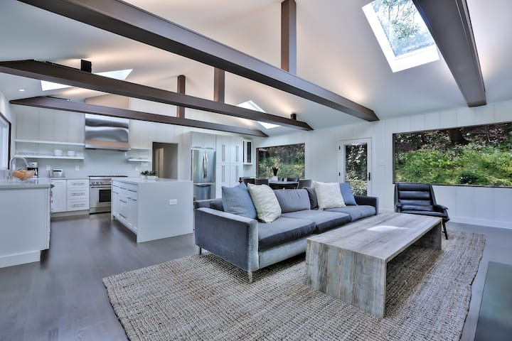 Bright, modern 3 bd/3 ba Portola Valley retreat