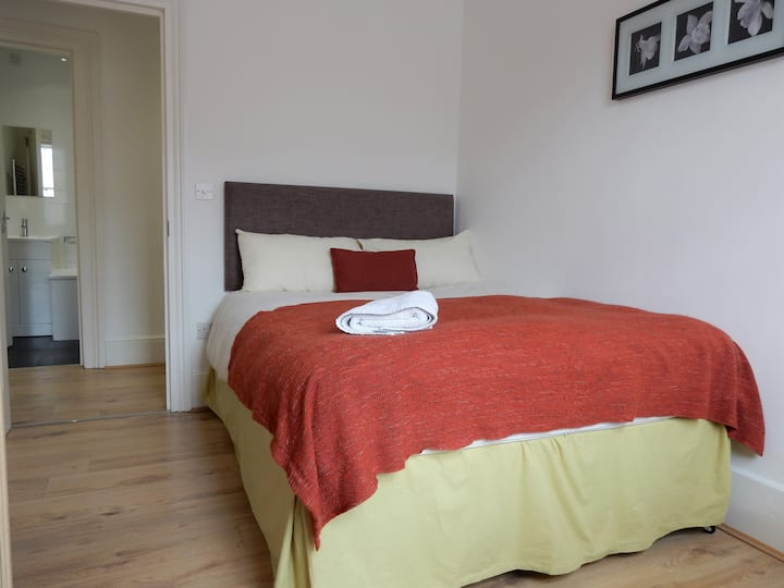 Double Room in Lovely Flat by Chatham Dockyard - 1