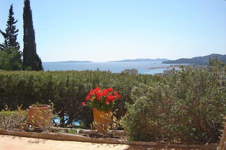 Vue magnifique sur la mer et les îles d'or - Le Lavandou