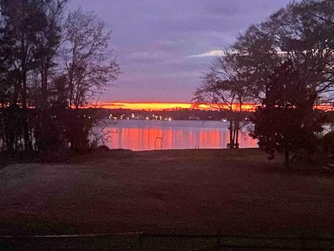 Sunset River Views!! 1- Bedroom