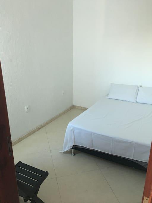 Terceiro quarto com cama de casal