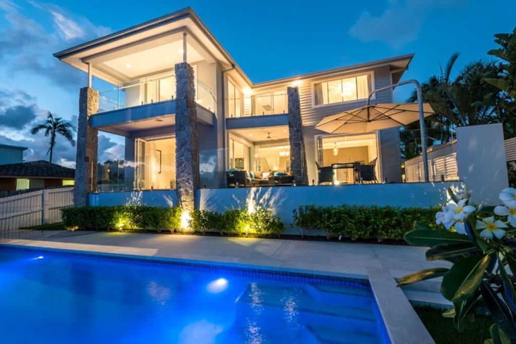 stunning 5 star waterfront home h user zur miete in broadbeach queensland australien. Black Bedroom Furniture Sets. Home Design Ideas