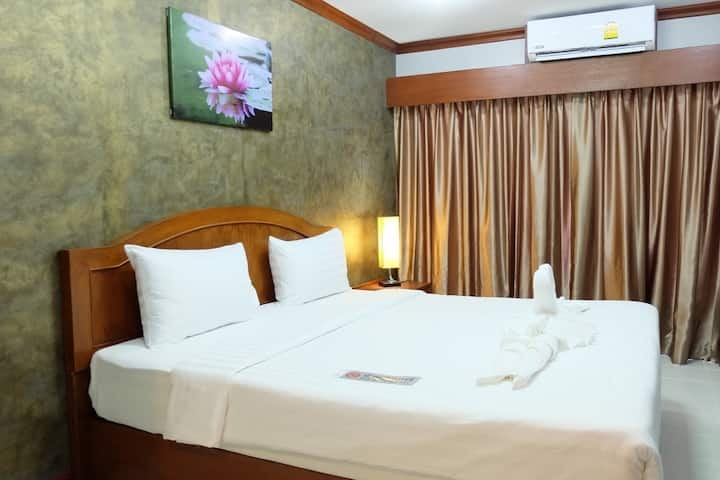 Cozy Warm Room nearly Kata beach - 10 minutes walk with Breakfast