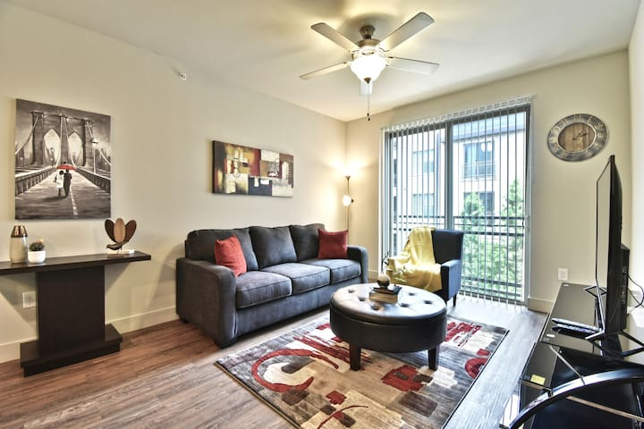 Stylish Apartment Uptown Dallas/Pool/Parking