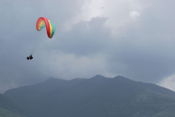 Nearest stay to the paragliding landing site Bir