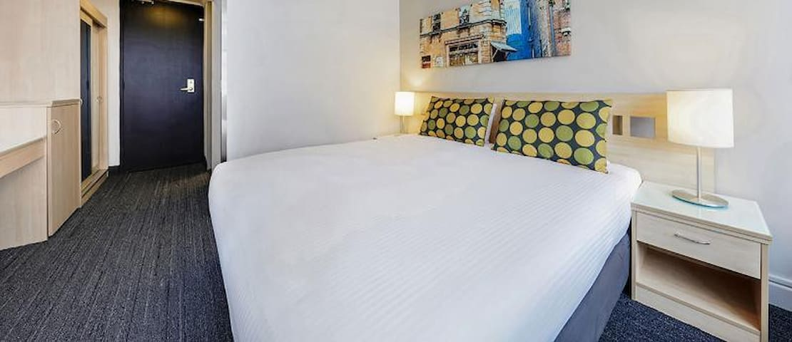 Stunning Double Or Twin Guest Room At Sydney Cbd
