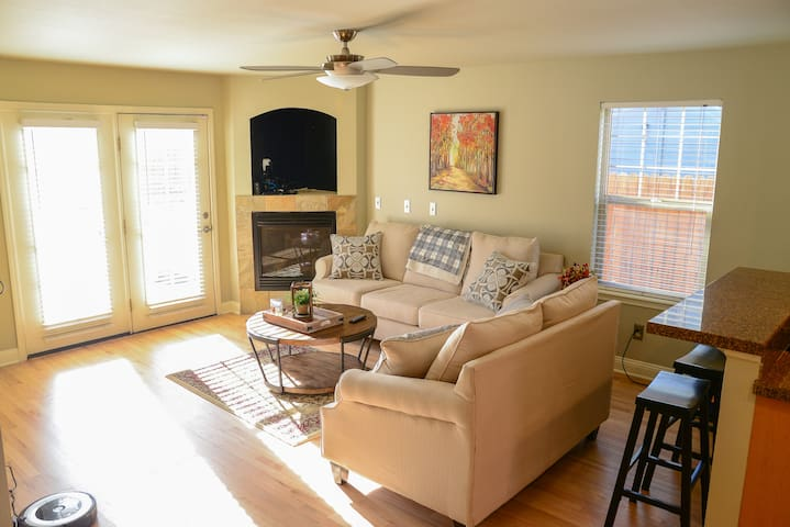 Beautiful 3 bed/4 bath Townhome in Historic Baker!
