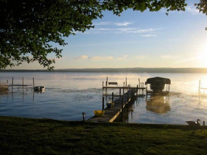 Lakefront Cottage with dock, wi-fi, hammock, VIEWS