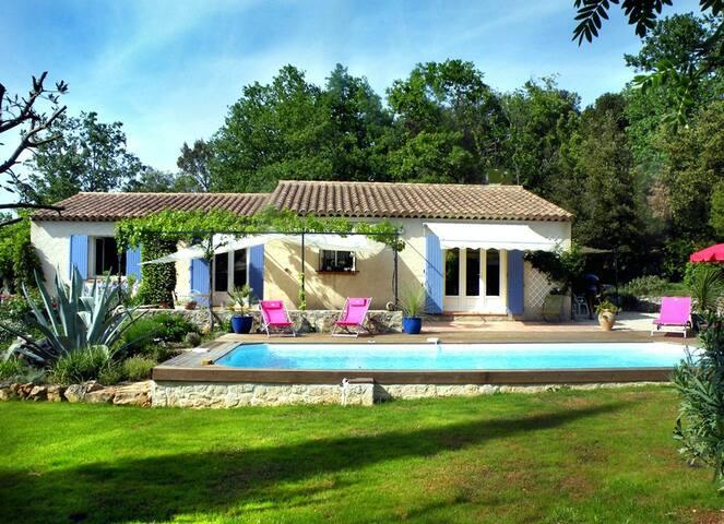 Très agréable villa avec piscine en Provence Verte - Néoules - House