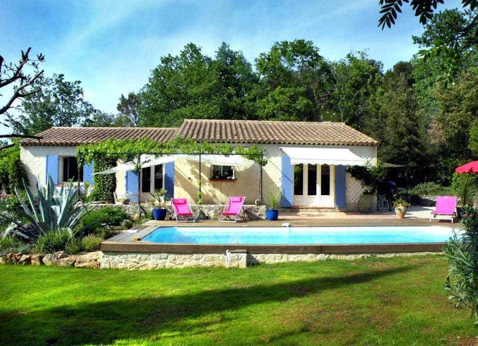 Tr s agr able villa avec piscine en provence verte for Villa a louer en provence avec piscine