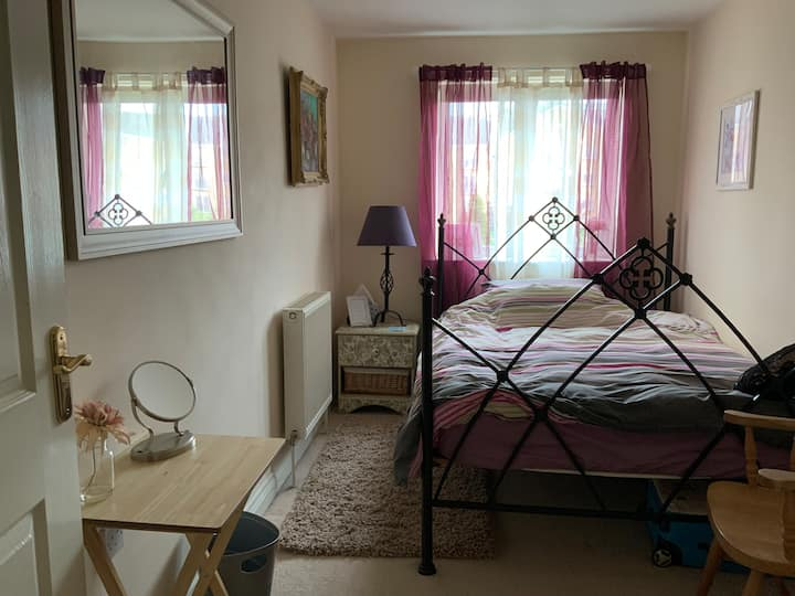 Private room.Double bed.own bathroom.City centre