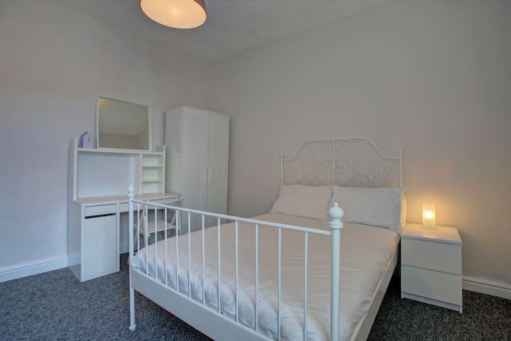 02 Private Double Room Near Unis MRI & MCR Academy