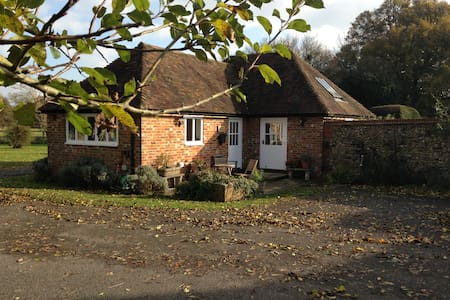 Just available, idyllic retreat - Hastingleigh