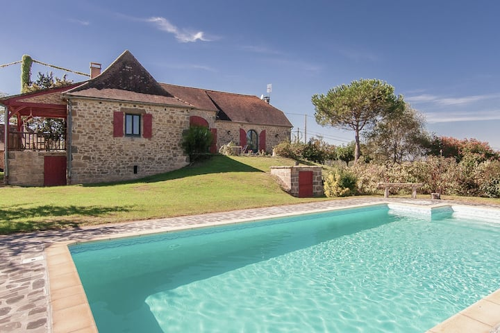 Large family home with pool, large garden and panoramic views.