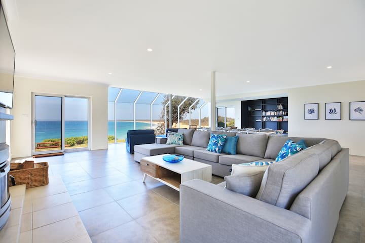 Neptune - Absolute Beachfront - Stunning Views