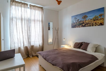 Cosy big bedroom in modern house in Brussels - Ixelles - Apartamento