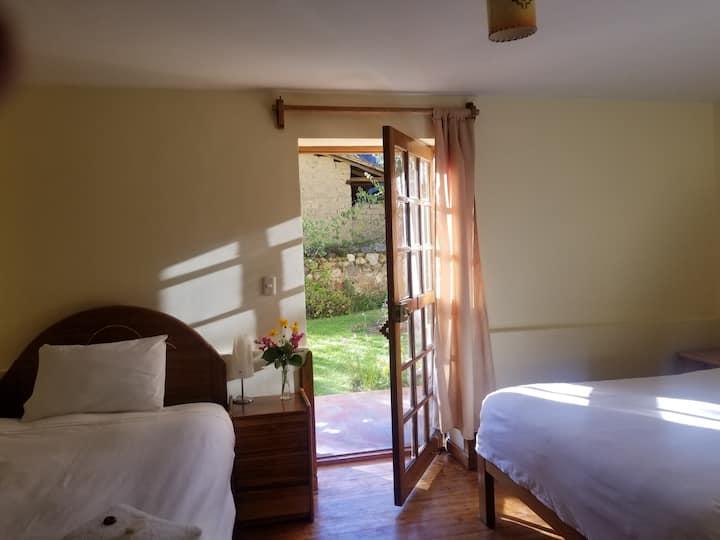 Apu Lodge B&B in Ollantaytambo (Twin)
