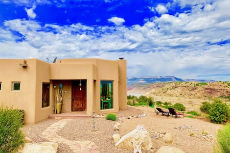 ABIQUIU LAKE | Luxury Lakefront Home, Ghostranch & Lake Views, Private Lakefront