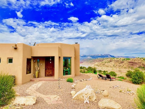 Luxury Abiquiu Lakefront Home! Natural Seclusion, 360' Views, Hot Tub!